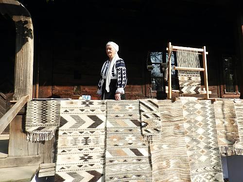 """Tradiția românească a """"scoarțelor"""", recunoscută de UNESCO"""