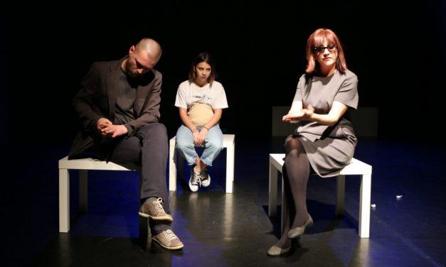 Foreplay, primul spectacol de teatru din România despre mame adolescente @ Centrul Replika