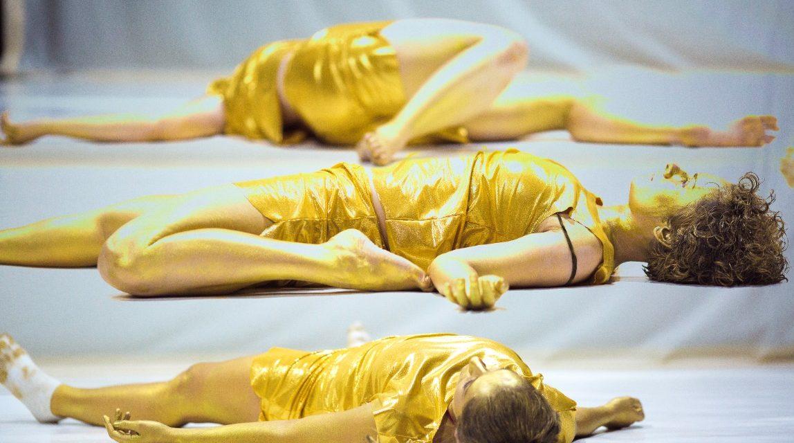 """""""A truth, a lie and a list of possibilities"""" – un nou spectacol de dans contemporan creat de Andreea Novac"""