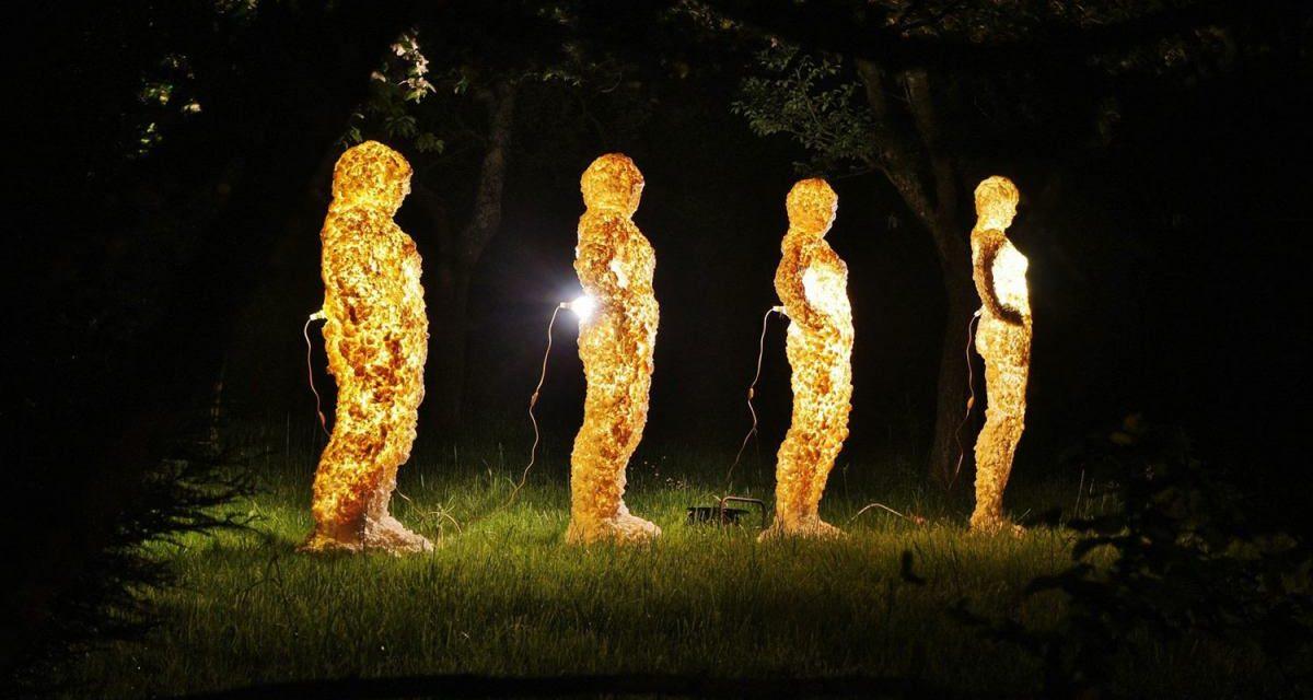 """""""Corpuri de lumină"""" – expoziţia lui Cosmin Cociş găzduită de galeria ICR Paris"""