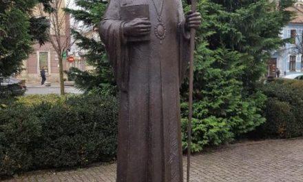 Ceremonia de dezvelire a statuilor episcopului Nicolae Ivan, respectiv amitropolitului Bartolomeu Anania în Piaţa Avram Iancu, Cluj-Napoca