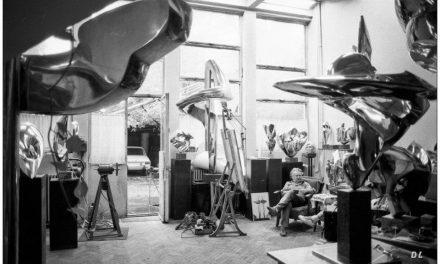 Constantin Lucaci în atelierul său din strada Ermil Pangratti, anii 80