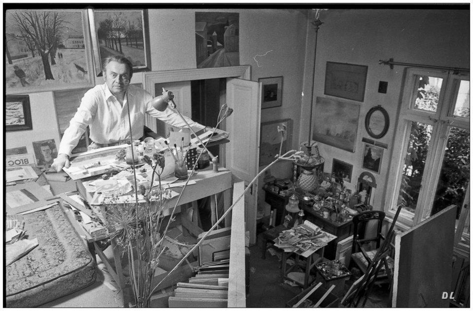 Florin Niculiu, în atelierul său, în anii 80