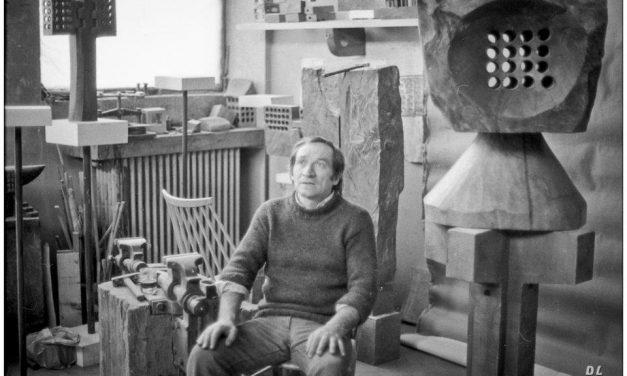Ovidiu Maitec, în atelierul său, anii 80