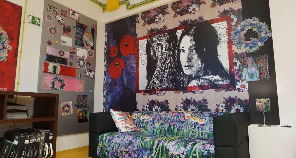 Picturile Mirelei Trăistaru imprimate pe materiale textile în conceptul PrintInterior by Verla