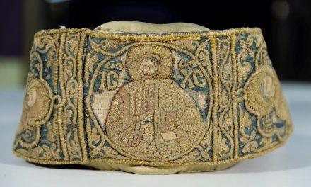 """Expoziția """"Broderii de tradiție bizantină din România. În jurul stindardului lui Ştefan cel Mare"""" @ Muzeul Luvru"""