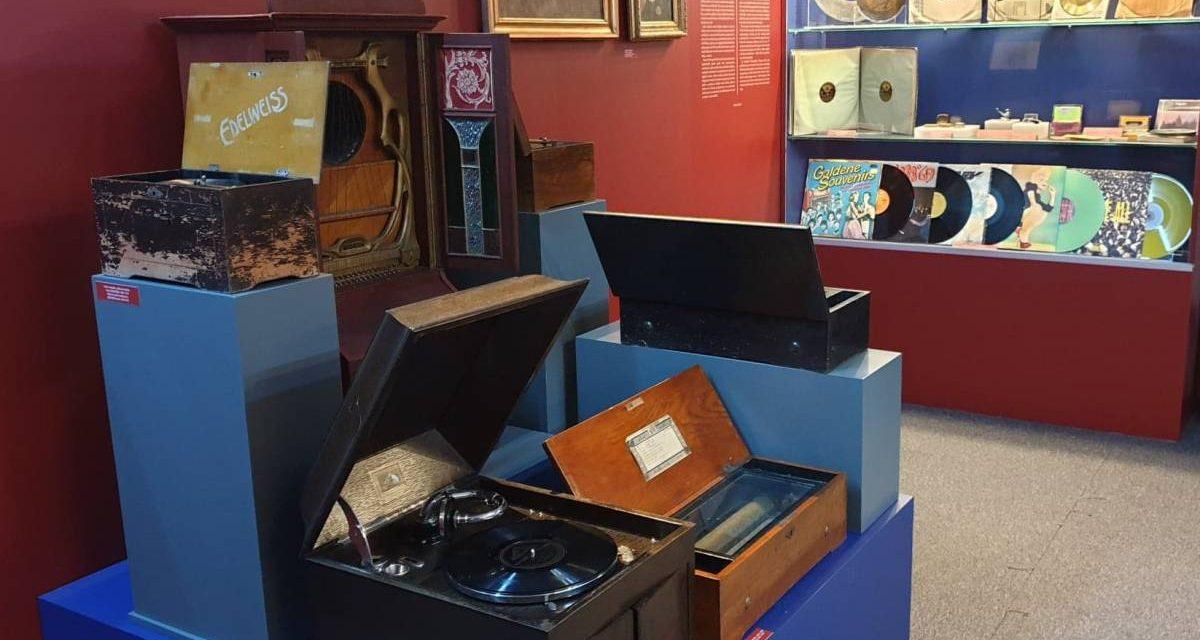 """Expoziție """"Mărturisiri despre muzică. Intimitate. Armonii. Tehnologie"""" @ Muzeul Municipiului București – Palatul Suțu"""