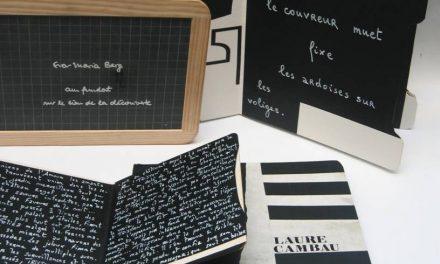 """Wanda Mihuleac explorează relația dintre imagine și text în expoziția """"101 Livres Ardoises"""", prezentată în cadrul EUROPALIA"""