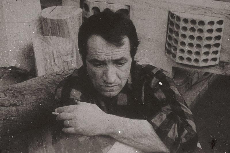 Ovidiu Maitec în atelierul său din București, 1971