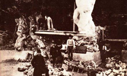 """Paciurea în momentul instalării """"Gigantului"""", 1906"""
