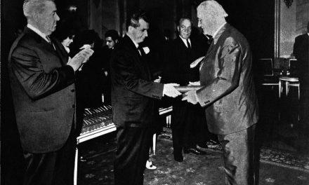 Pictorul Dumitru Ghiață distins cu ordinul Steaua R.S.R., clasa I, noiembrie 1968