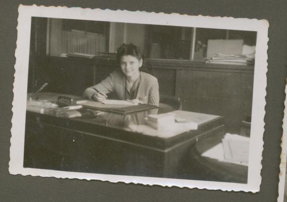 4.secretara in ministerul industriilor la 1941