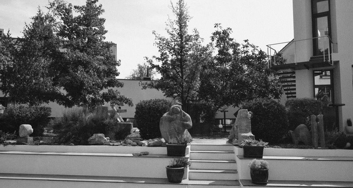 Apel către curatori, critici sau istorici de artă, în cadrul programului REZIDENȚE CURATORIALE. Centrul pentru sculptură și spațiu @ Fundația Interart TRIADE, Timișoara