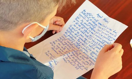 Personalități ale României au trimis elevilor scrisori scrise de mână la începutul unui an școlar special