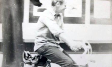 Marcel Chirnoagă în expoziția sa de la Sala Dalles, 1980