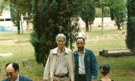 Ion Bitzan și Adrian Guță în fața Pavilionului României, Bienala de la Veneția, 1997