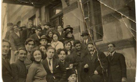 Arthur Verona în centrul studenților Academiei libere de pictură de la București