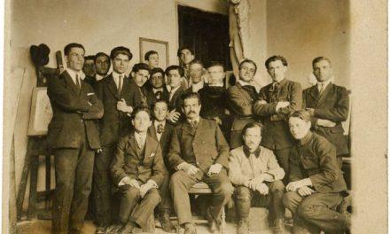 Sculptorul Frederic Storck alături de elevii săi