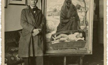 Ștefan Dimitrescu în atelierul său în fața lucrării Maternitate