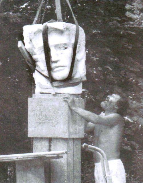 Monumentul Eminescu de Nicăpetre, Hamilton-Câmpul Românesc, august 1989
