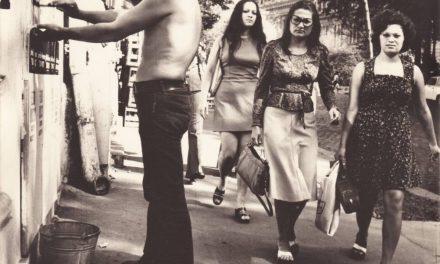 Nicăpetre pregătește vernisajul expoziției de desen de la Galeria Amfora, București, 1975