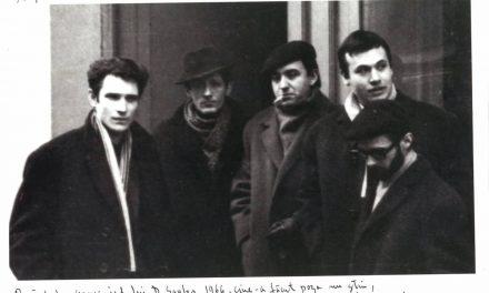 Bata Marianov, Roman Cotoșman, Ciprian Radovan, Diet Sayler, Ion Manta, 1966 în fața vechii Galerii de Artă de la Hotel Banatul, Timișoara, 1966
