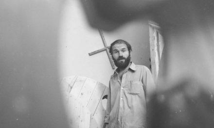 Mircea Spătaru pregătind Expoziția de la Galeria Orizont, București, 1972