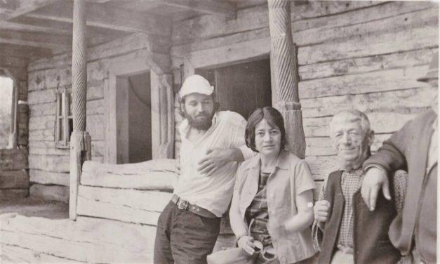 Nicăpetre la casa lui Brâncuși, în anul 1971