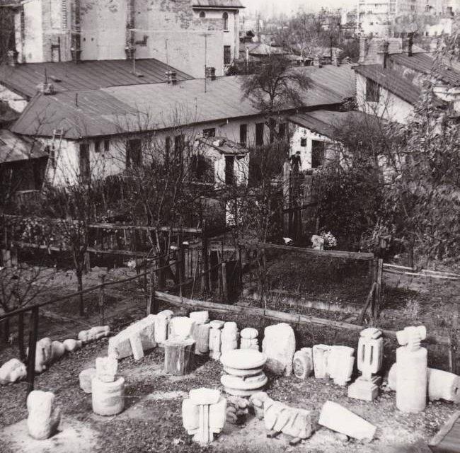 Atelierul sculptorului Nicăpetre – București, Intrarea Mieilor, 1971