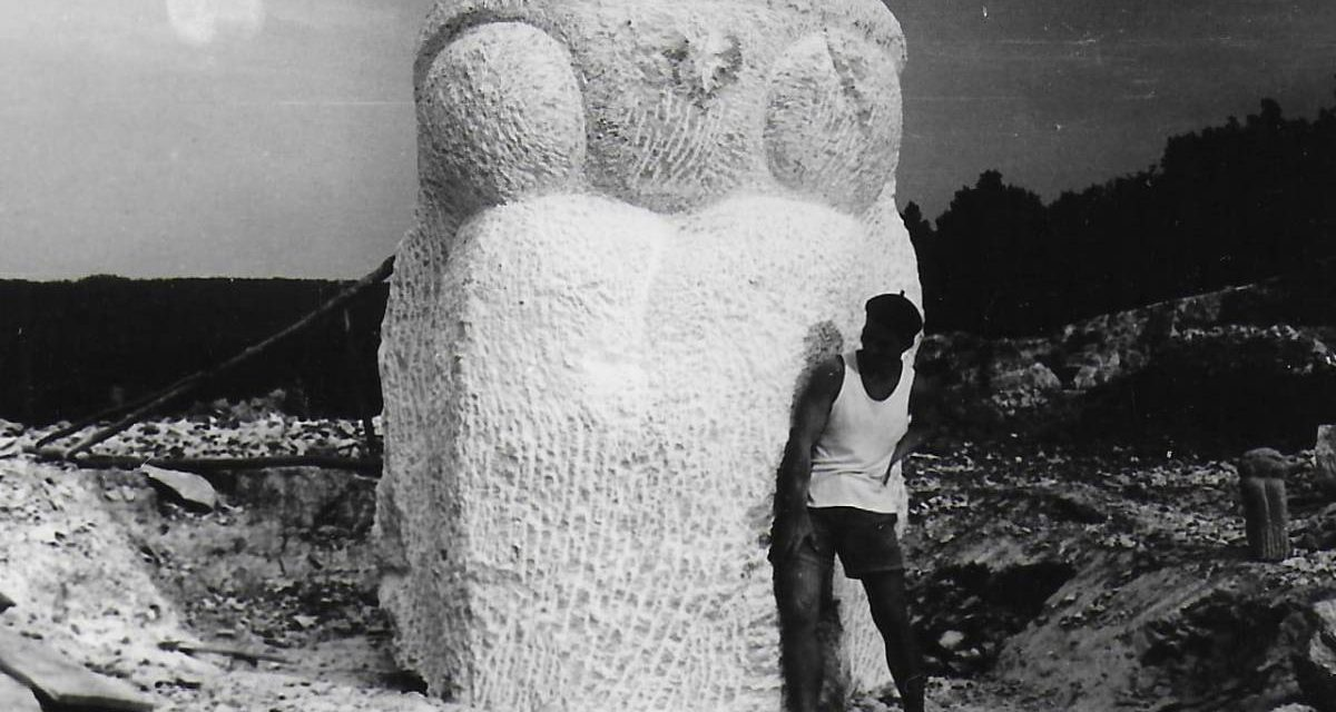 """Gheorghe Iliescu-Călinești, """"Legenda Dochiei"""" 1965, piatră de Măgura, Parcul Herăstrău, București"""