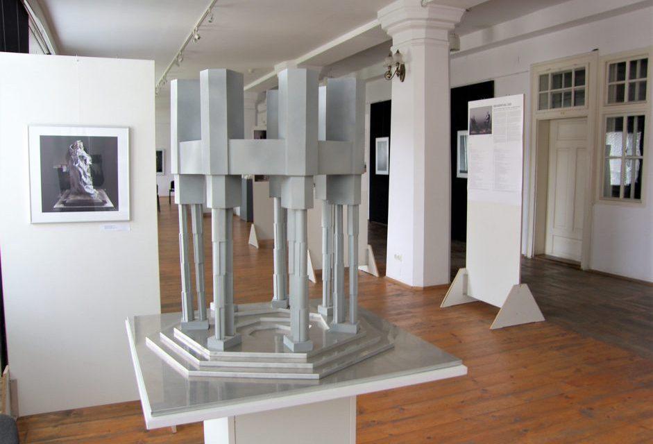 """Expoziție Peter Jacobi """"Brukenthal 300 – Idei pentru un monument. Colaje și machete"""" @ Centrul de dialog şi cultură Friedrich Teutsch, Sibiu"""