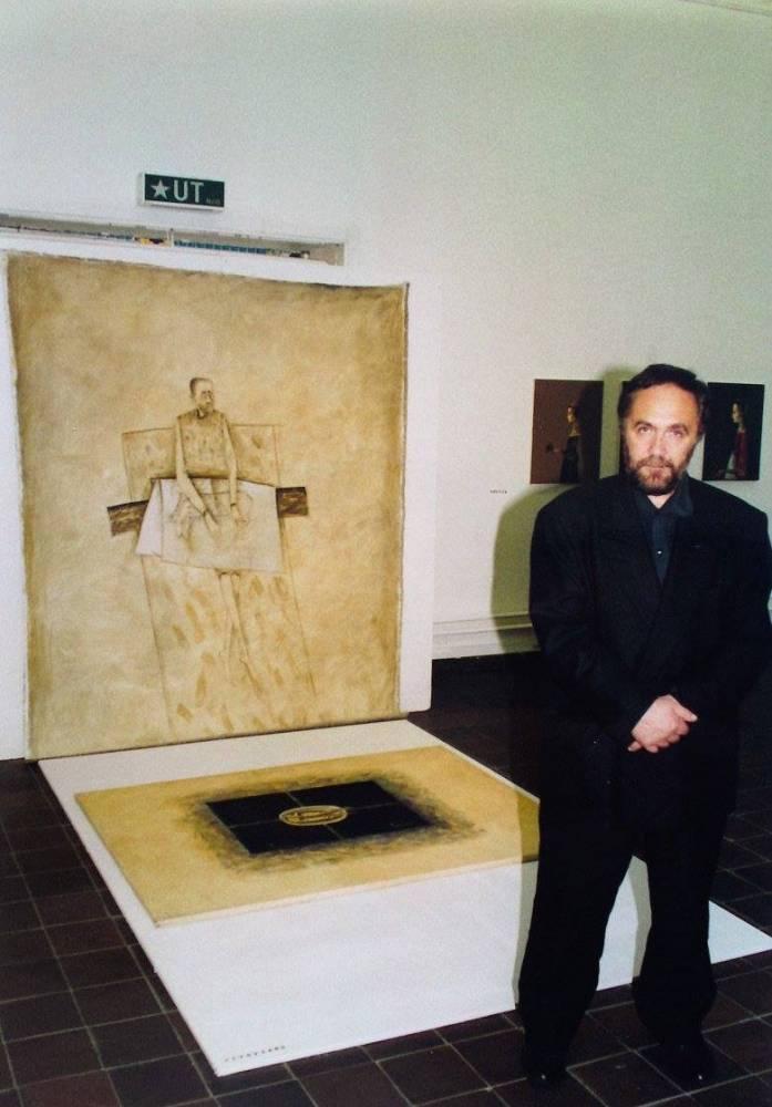 Sorin Ilfoveanu în Göteborgs Kunstmuseum Konsthallen, Göteborg, Suedia, august - septembrie, 1995, Foto Petrus Mircea Iliescu