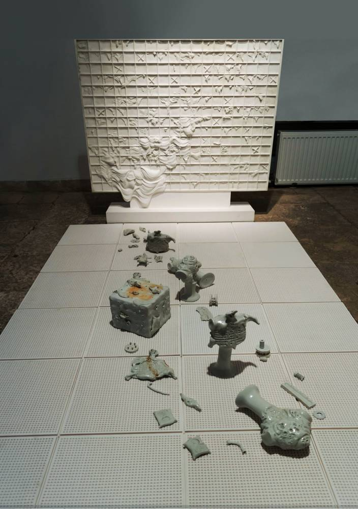 Al.ANTIK_Ipoteze de obiecte, instalația originală din 1980_cadrul instalației reconstituit în 2020.